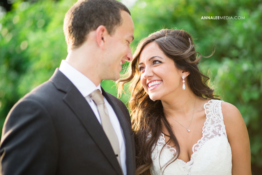 4-post-wedding-couple-bridals-lauren-buchanan-ryan-elassal-okc-wedding-photographer-pose-myriad-gardens