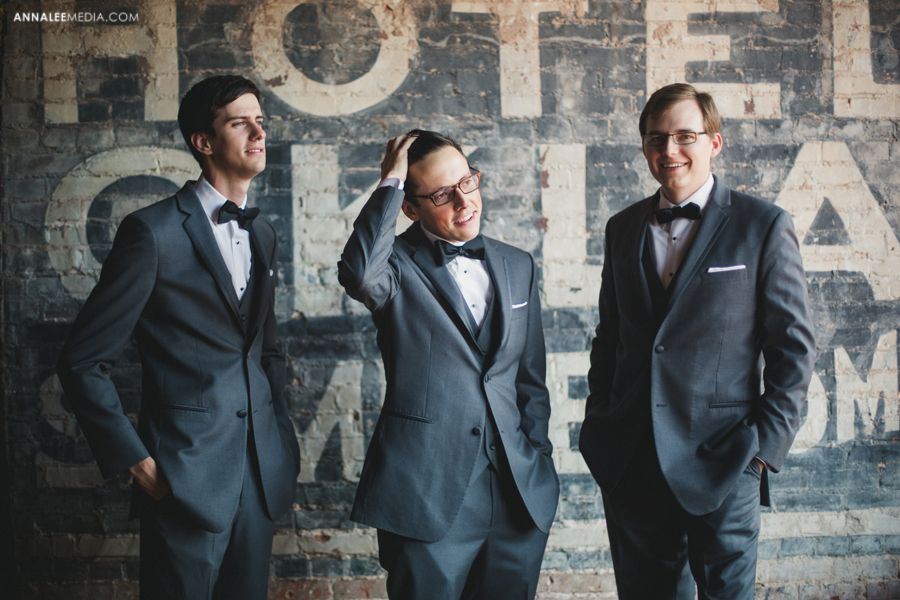 4-oklahoma-wedding-photographer-kasey-steffen-andrew-boes-sandplum-event-center-guthrie-ok-okc-groomsmen