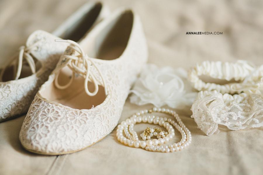 6-oklahoma-wedding-photographer-kasey-steffen-andrew-boes-sandplum-event-center-guthrie-ok-okc-bridal-details-flats-pearls