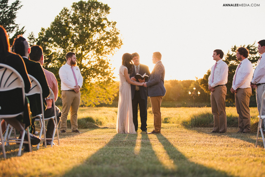 11-oklahoma-wedding-photographer-backyard-alexa-dumas-brandon-land-modern-graphic-designer-outdoor-summer-trendy-hipster-rustic-ceremony