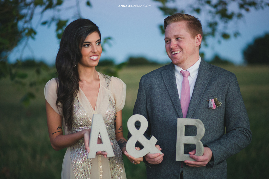 15-oklahoma-wedding-photographer-alexa-dumas-brandon-land-modern-stylish-hipster-couple-portraits-pose-props-initials