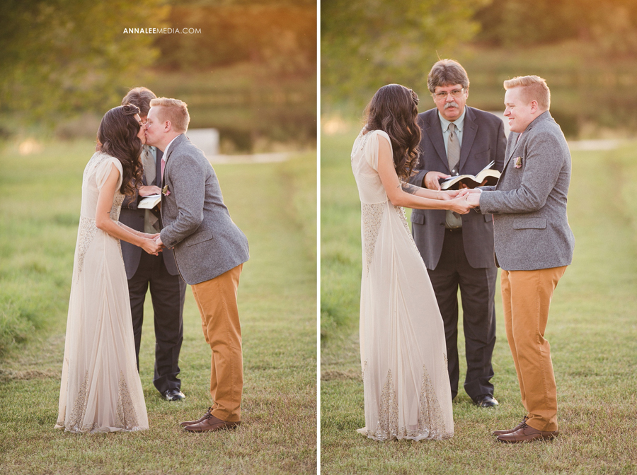 17-oklahoma-wedding-photographer-backyard-alexa-dumas-brandon-land-modern-graphic-designer-outdoor-summer-trendy-hipster-rustic-ceremony