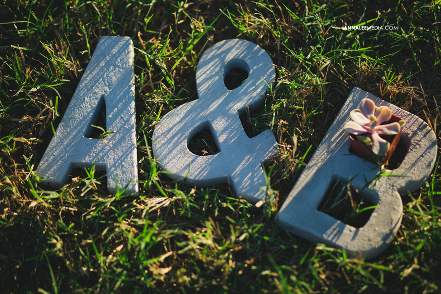 4-oklahoma-wedding-photographer-alexa-dumas-brandon-land-modern-stylish-hipster-concrete-initials-props-decor