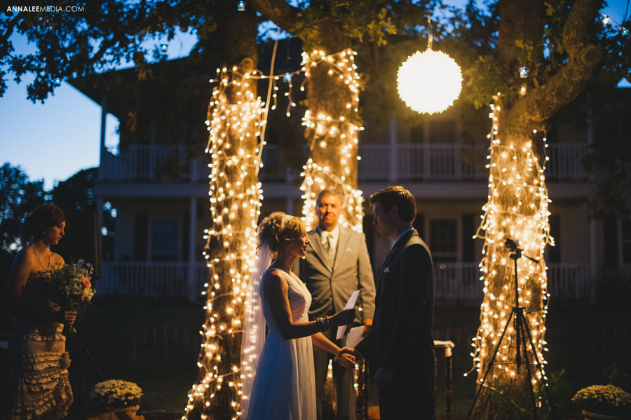 44-oklahoma-wedding-photographer-harrah-ashlynn-prater-josh-mcbride-rustic-backyard-country-vintage-eclectic-modern-stylish-ceremony-lights