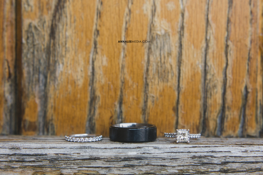 7-oklahoma-wedding-photographer-clauren-ridge-winery-vineyard-sara-memmott-tim-gilpin-rings-macro