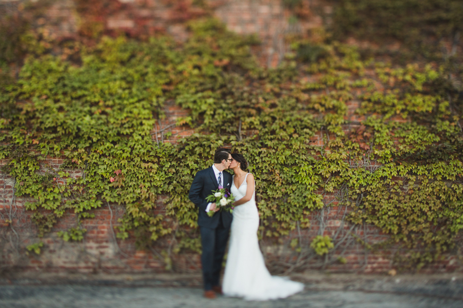 14-okc-wedding-photographer-tap-architecture-ivy-wall