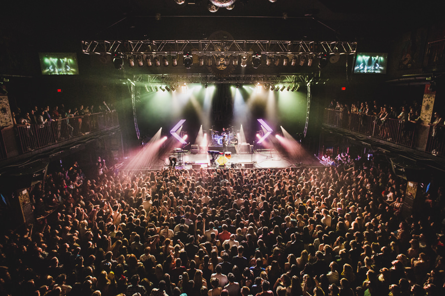 14-walk-the-moon-wtm-tih-tour-boston-hob-crowd-sold-out
