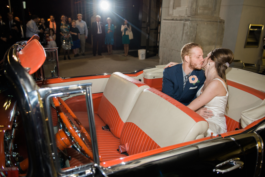 37-send-off-vintage-car-wedding