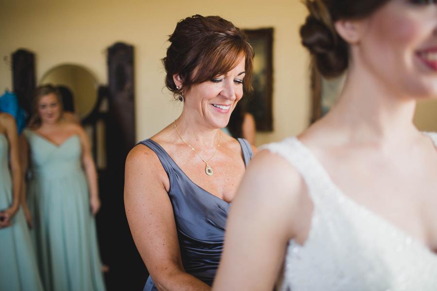 10-okc-los-angeles-wedding-photographer-el-reno-festivities-socal-get-ready-bride-room
