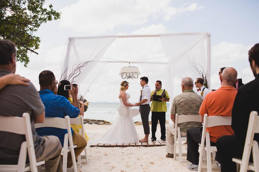 11-dream-sands-resort-destination-wedding-photographer-cancun-beach-ceremony