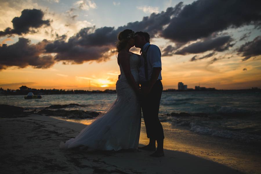 33-dream-sands-resort-destination-wedding-photographer-cancun-sunset-portraits