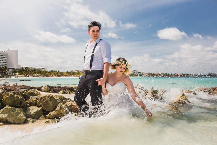 39-trash-the-dress-ocean-beach-destination-wedding-photographer-cancun
