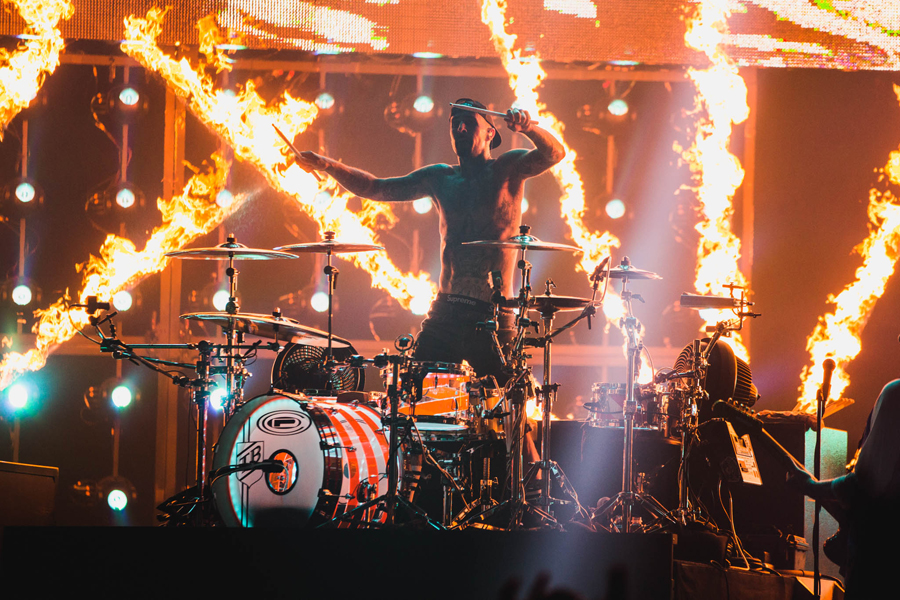 blink-182-okc-chespeake-arena-bored-to-death-tour-11-travis-barker-pyro