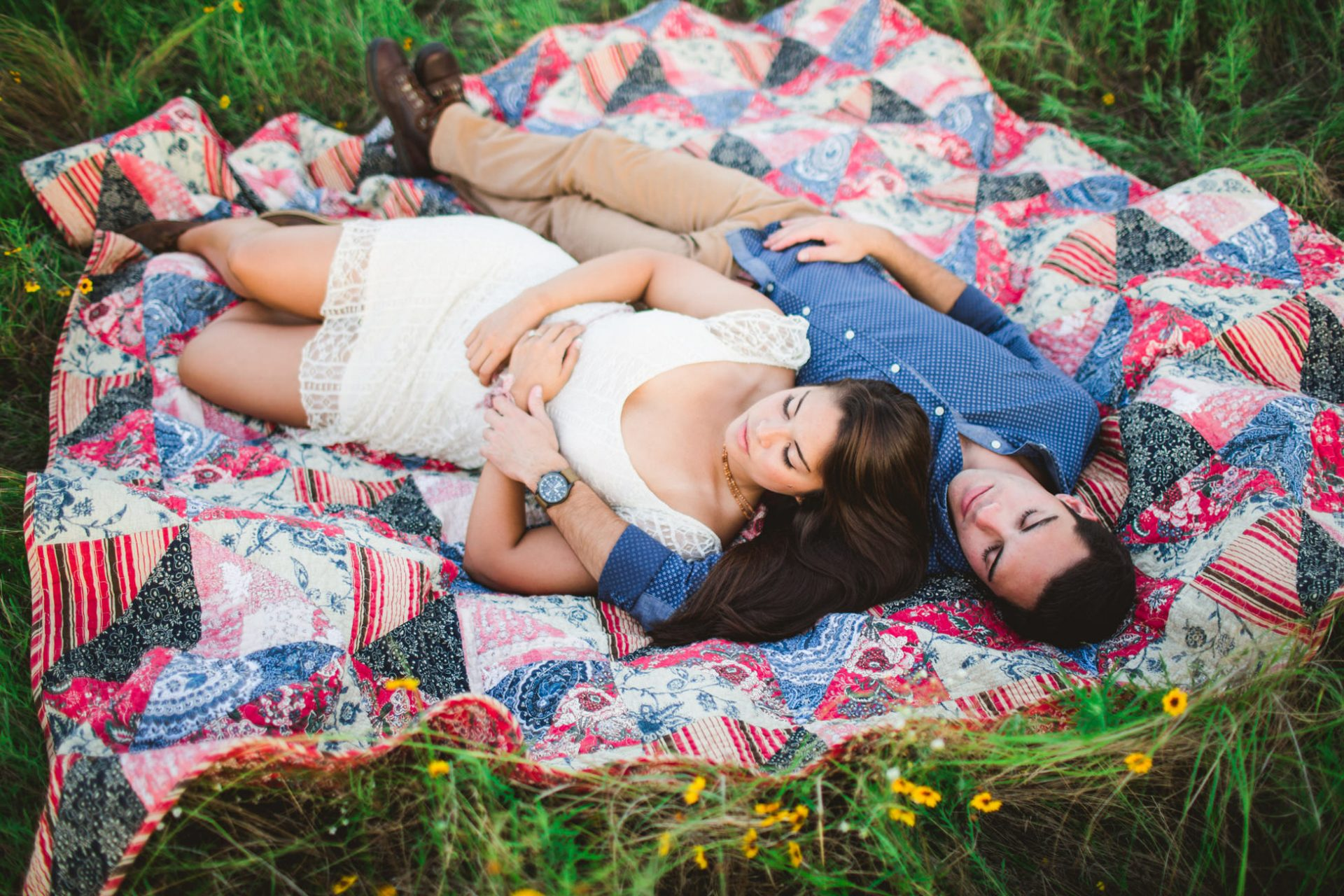 best-top-los-angeles-oklahoma-destination-engagement-photographer-hipster-modern-quirky-editorial-romantic-epic-10-blanket-lay-in-grass