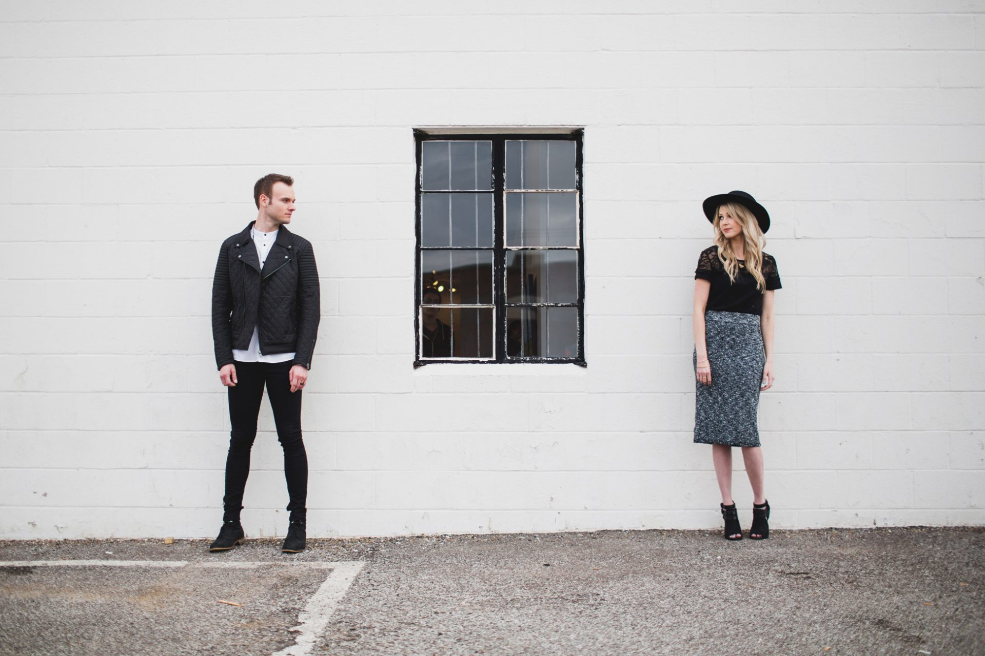best-top-los-angeles-oklahoma-destination-engagement-photographer-hipster-modern-quirky-editorial-romantic-epic-24-white-wall