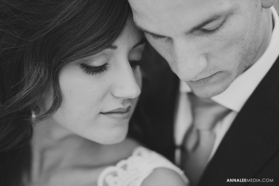 2-post-wedding-couple-bridals-lauren-buchanan-ryan-elassal-okc-wedding-photographer-pose-myriad-gardens