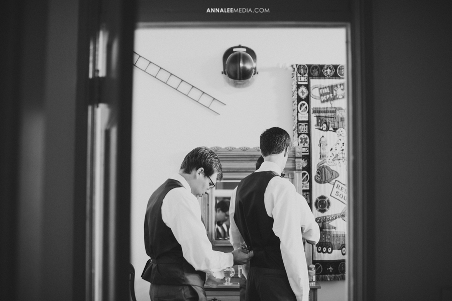 2-oklahoma-wedding-photographer-kasey-steffen-andrew-boes-sandplum-event-center-guthrie-ok-okc-groom-prep