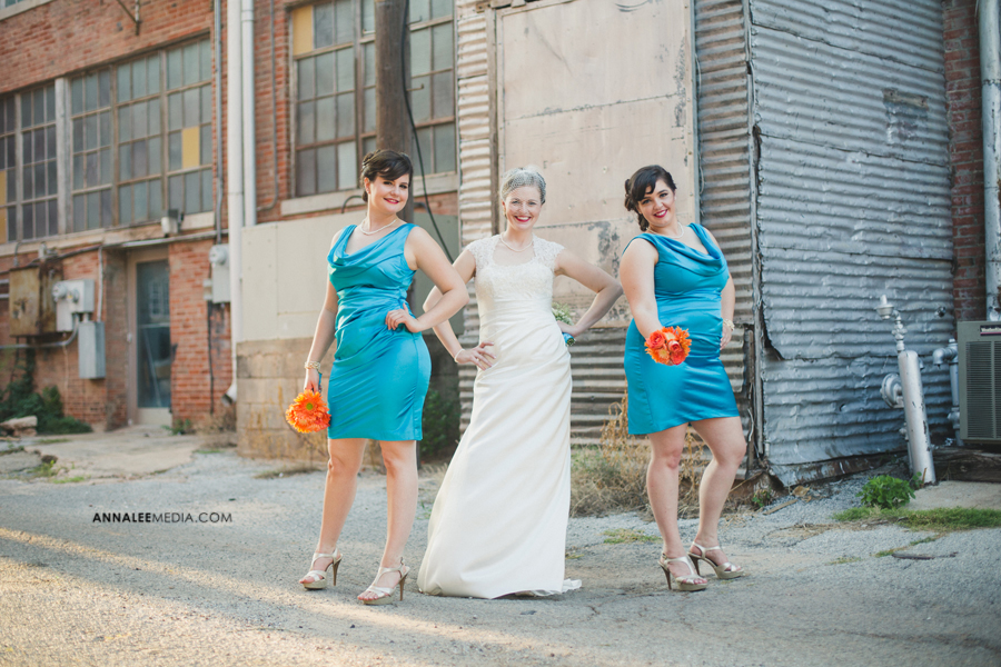 28-oklahoma-wedding-photographer-kasey-steffen-andrew-boes-sandplum-event-center-guthrie-ok-okc-bridesmaids