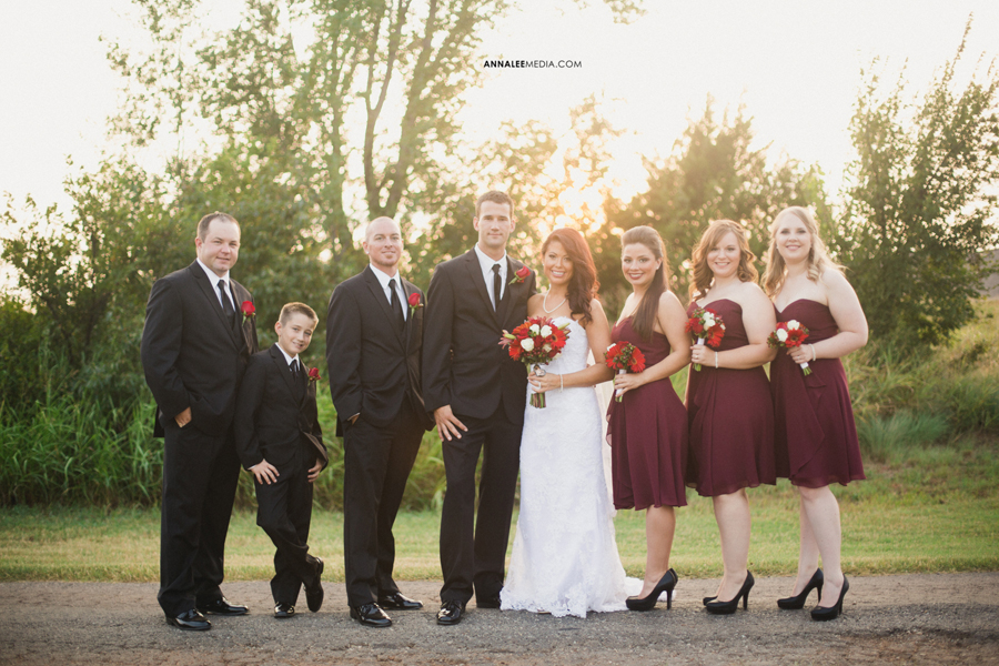 10-oklahoma-wedding-photographer-clauren-ridge-winery-vineyard-sara-memmott-tim-gilpin-bridal-party