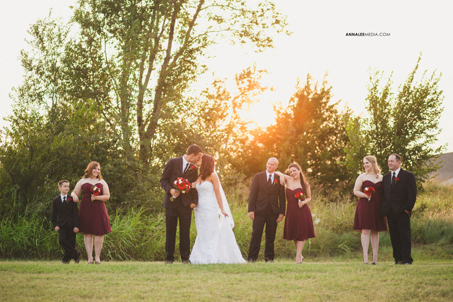 11-oklahoma-wedding-photographer-clauren-ridge-winery-vineyard-sara-memmott-tim-gilpin-bridal-party