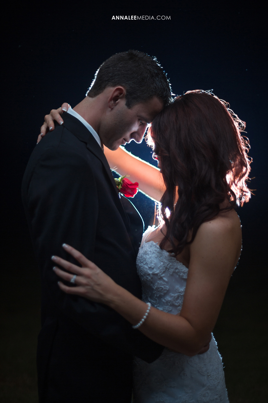 20-oklahoma-wedding-photographer-clauren-ridge-winery-vineyard-sara-memmott-tim-gilpin-night-couple-pose-flash-backlighting