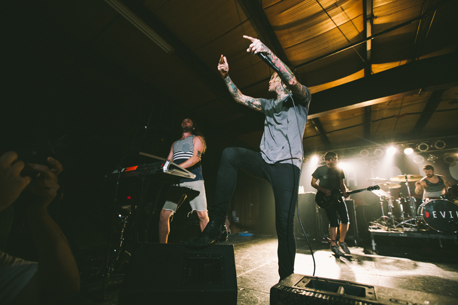 13-chiodos-craig-ownes-diamond-ballroom-okc-band-photographer-2014