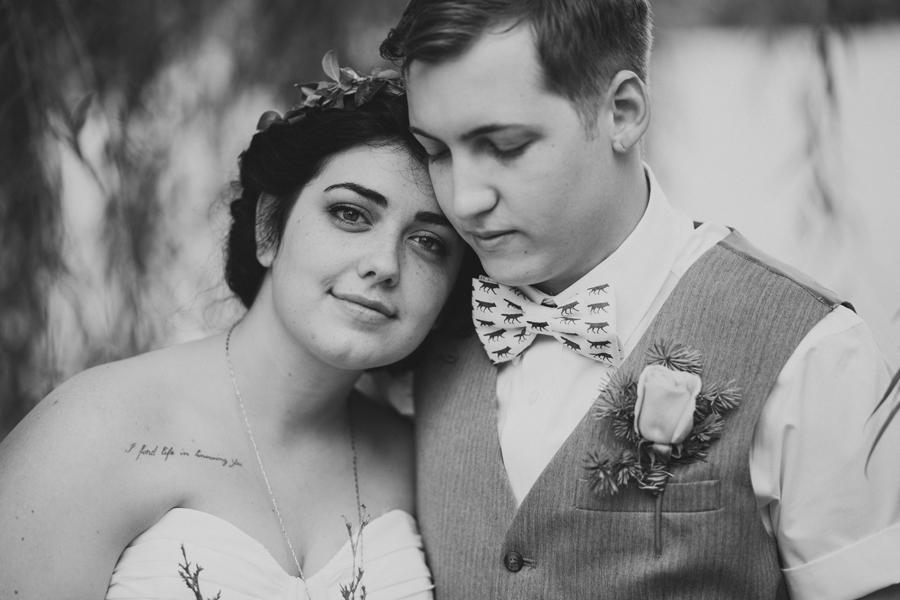 7-okc-wedding-photographer-edgemere-park-outdoor-laura-alderman-caden-mcmanaman
