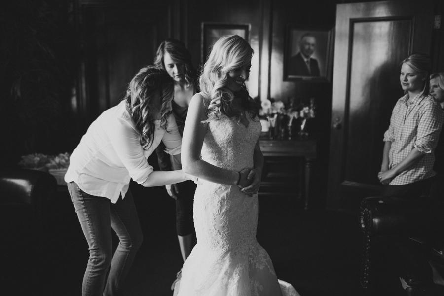 4-okc-wedding-photographer-kelly-hogan-wedding-dress-lace