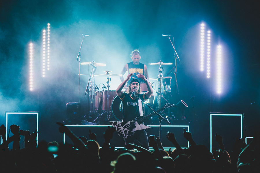 18-vic-mike-fuentes-ptv-pierce-veil-world-tour-viejas-arena-san-diego