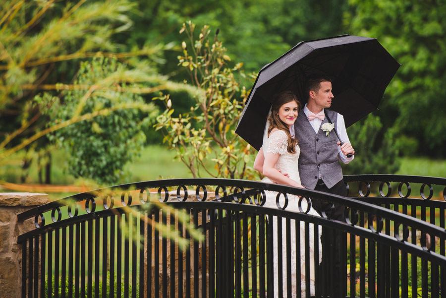 16-chisholm-springs-event-center-edmond-okc-wedding-photographer-rainy-umbrella