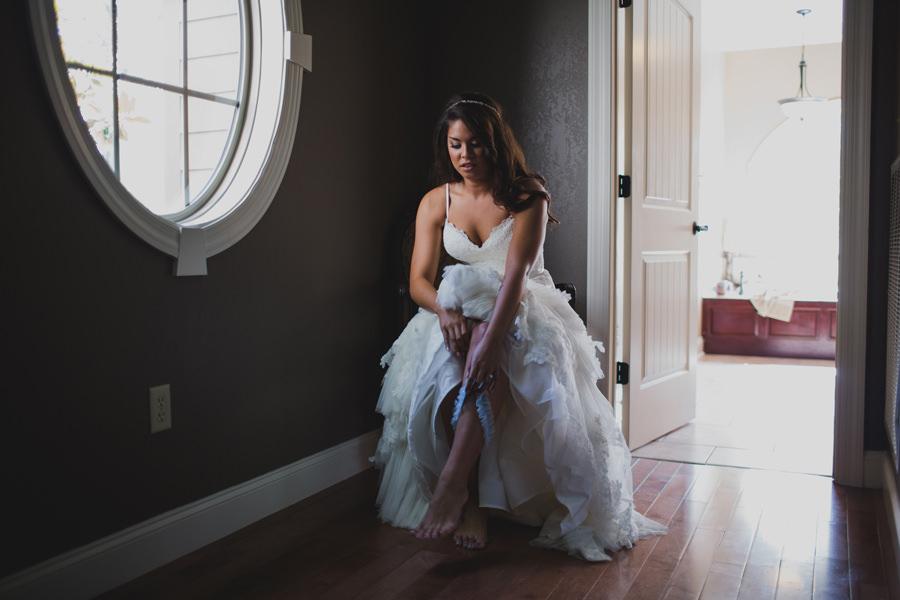 19-okc-los-angeles-wedding-photographer-bride-garter