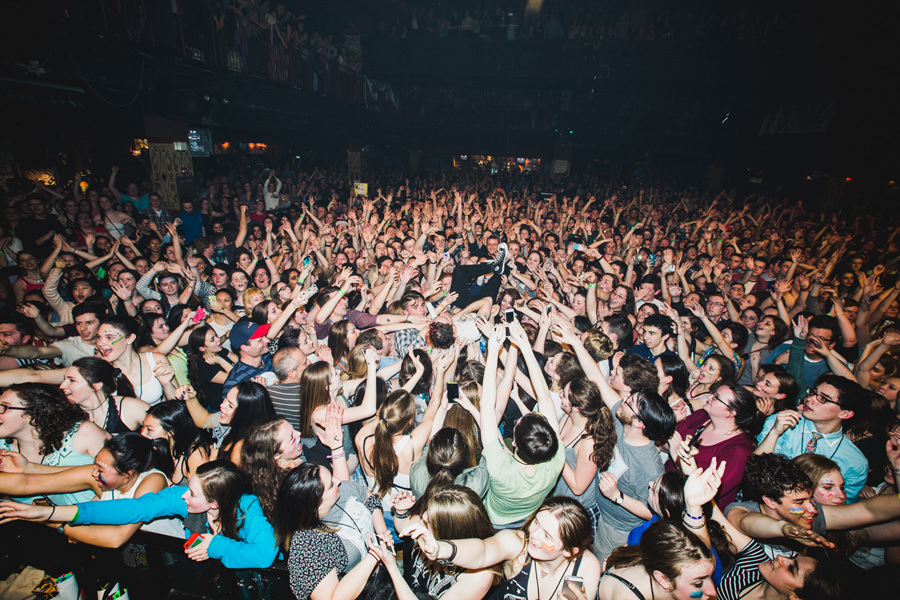 23-walk-the-moon-wtm-tih-tour-boston-hob-nick-crowd-surf