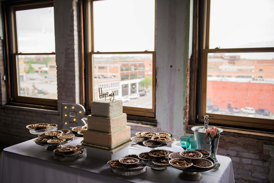 28-okc-magnolia-building-wedding-photographer-anna-lee-media-cake-pies
