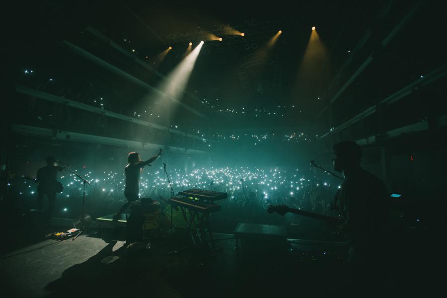 102-walk-the-moon-wtm-tih-tour-nyc-terminal-5-crowd-fireflies