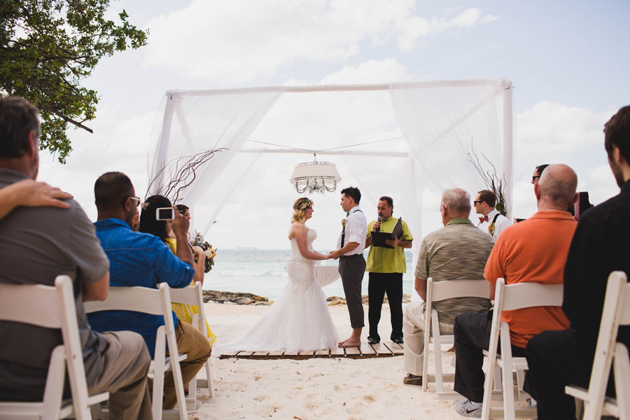 11-dream-sands-resort-destination-wedding-photographer-cancun-beach-ceremony