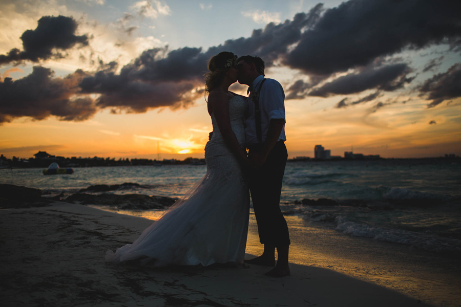 33-dream-sands-resort-destination-wedding-photographer-cancun-sunset-portraits