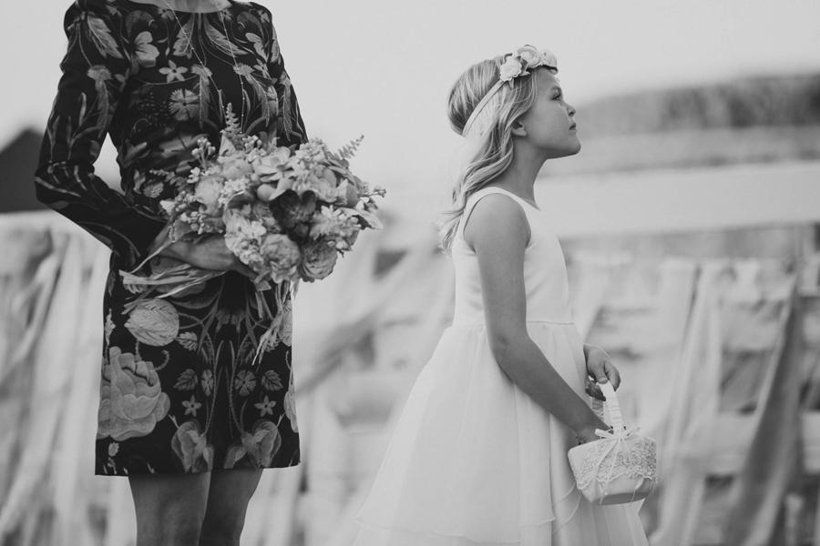 los-angeles-wedding-photographer-modern-backyard-norman-oklahoma-beth-vaughn-tyler-burns-23