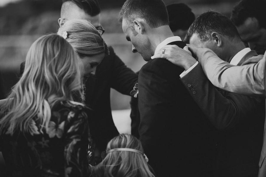 los-angeles-wedding-photographer-modern-backyard-norman-oklahoma-beth-vaughn-tyler-burns-25