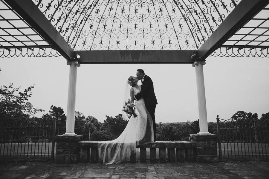 tulsa-oklahoma-wedding-photographer-gilcrease-museum-venue-steve-cluck-joy-jones-31-bride-groom-portraits-epic