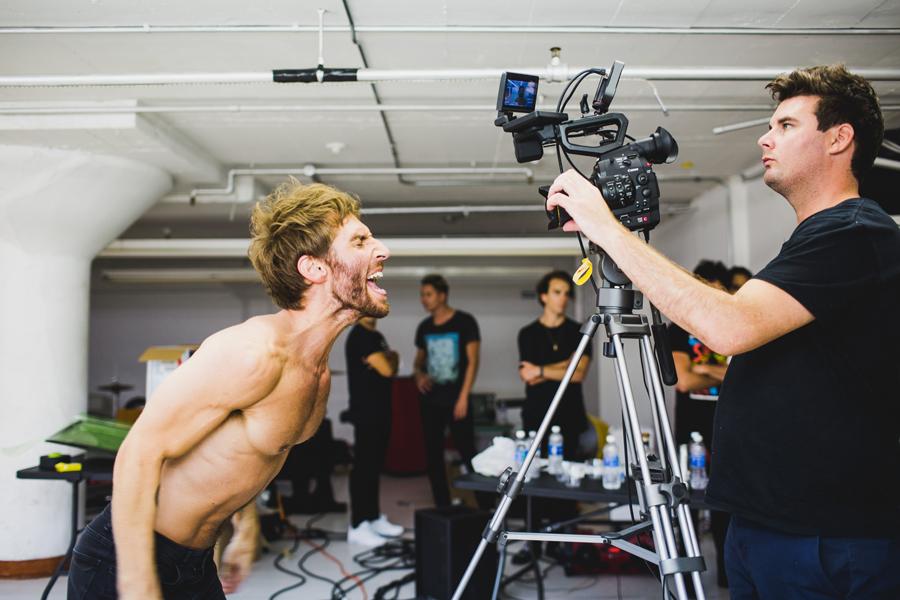 smallpools-run-with-the-bulls-video-bts-promo-20