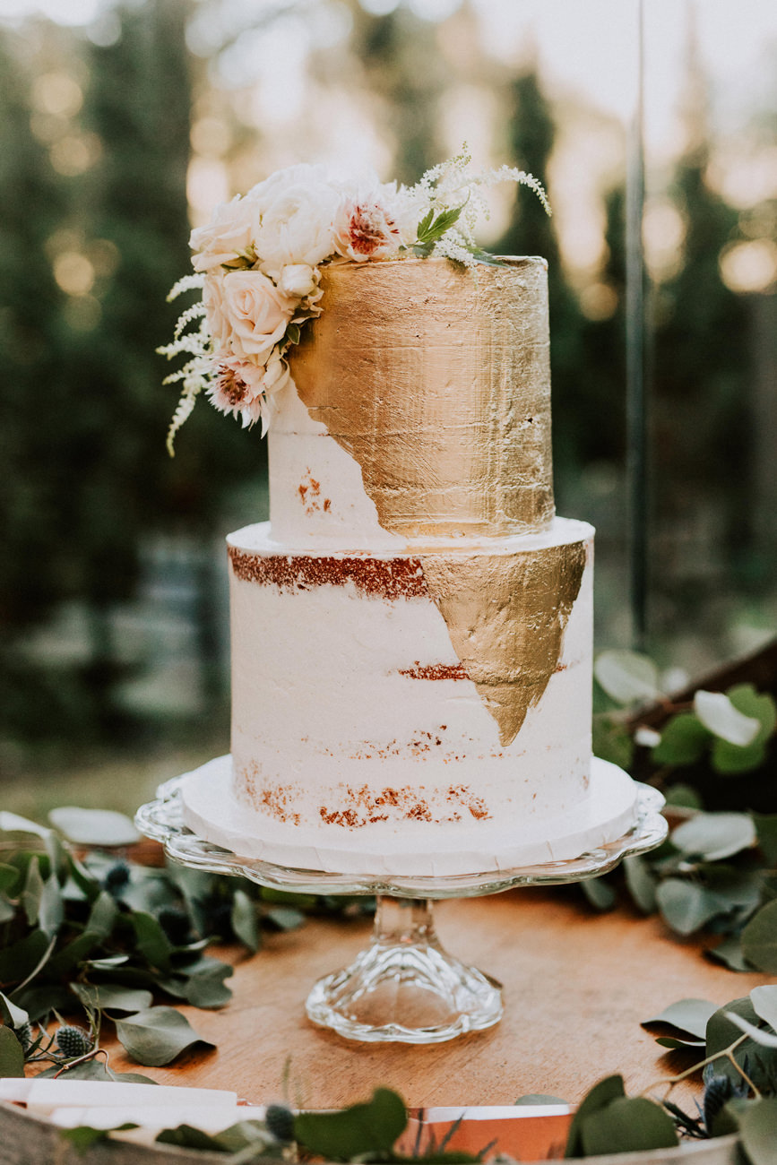 best-top-los-angeles-destination-wedding-photographer-hipster-modern-quirky-editorial-romantic-epic-05-calamigos-ranch-malibu-cake-gold