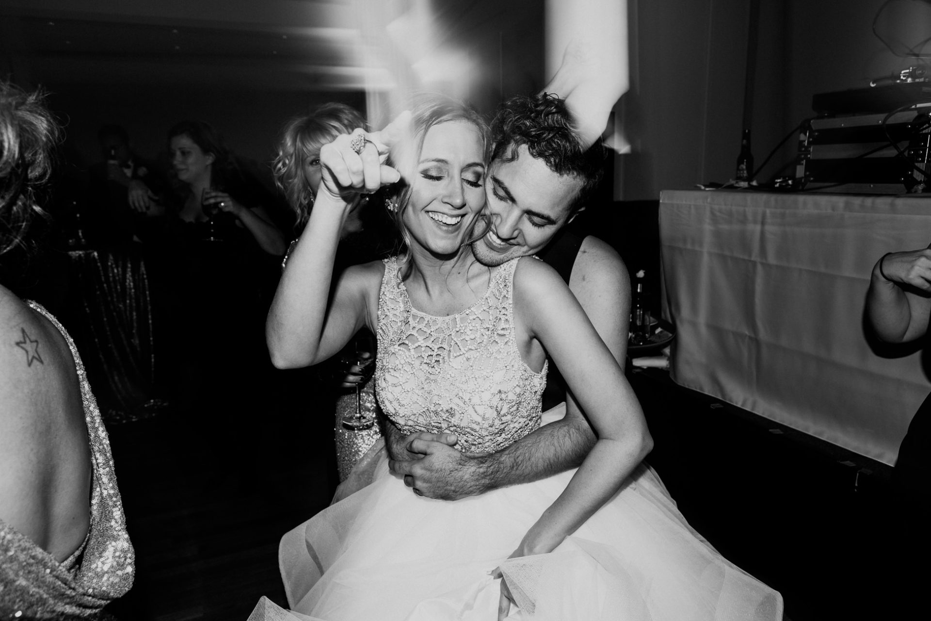 best-top-los-angeles-destination-wedding-photographer-hipster-modern-quirky-editorial-romantic-epic-09-fun-dance