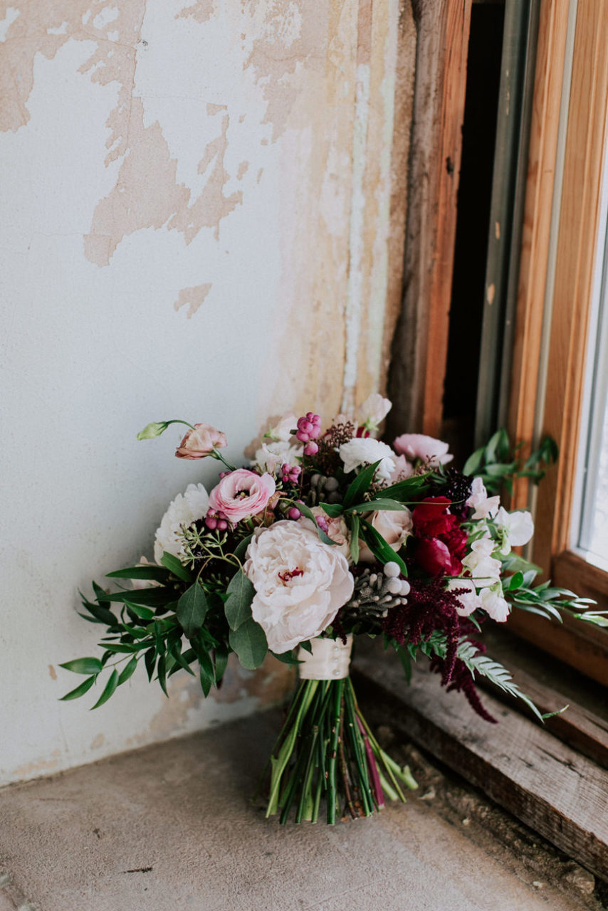 best-top-los-angeles-destination-wedding-photographer-hipster-modern-quirky-editorial-romantic-epic-10-okc-magnolia-building-florist