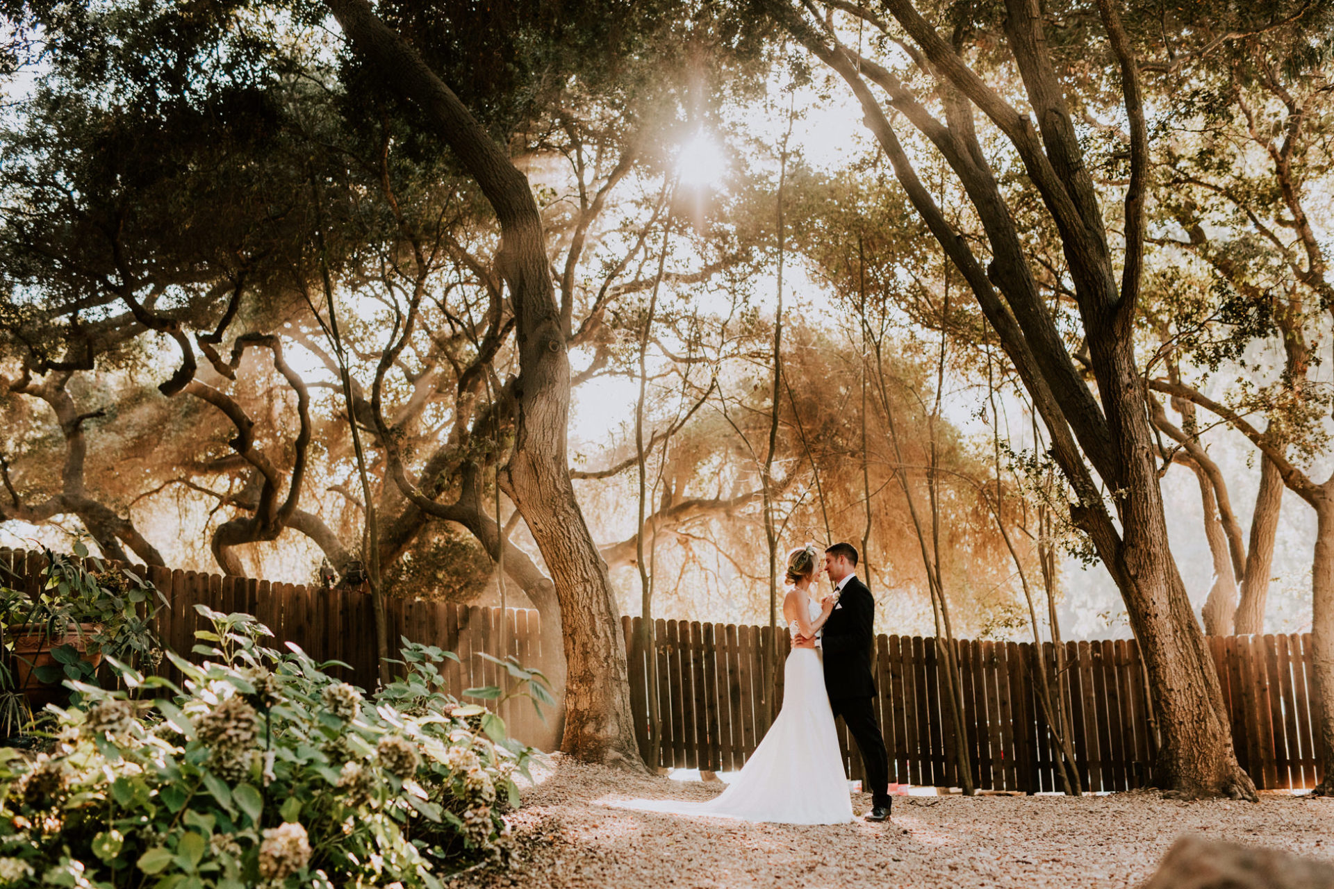 best-top-los-angeles-destination-wedding-photographer-hipster-modern-quirky-editorial-romantic-epic-16-malibu-calamigos-ranch