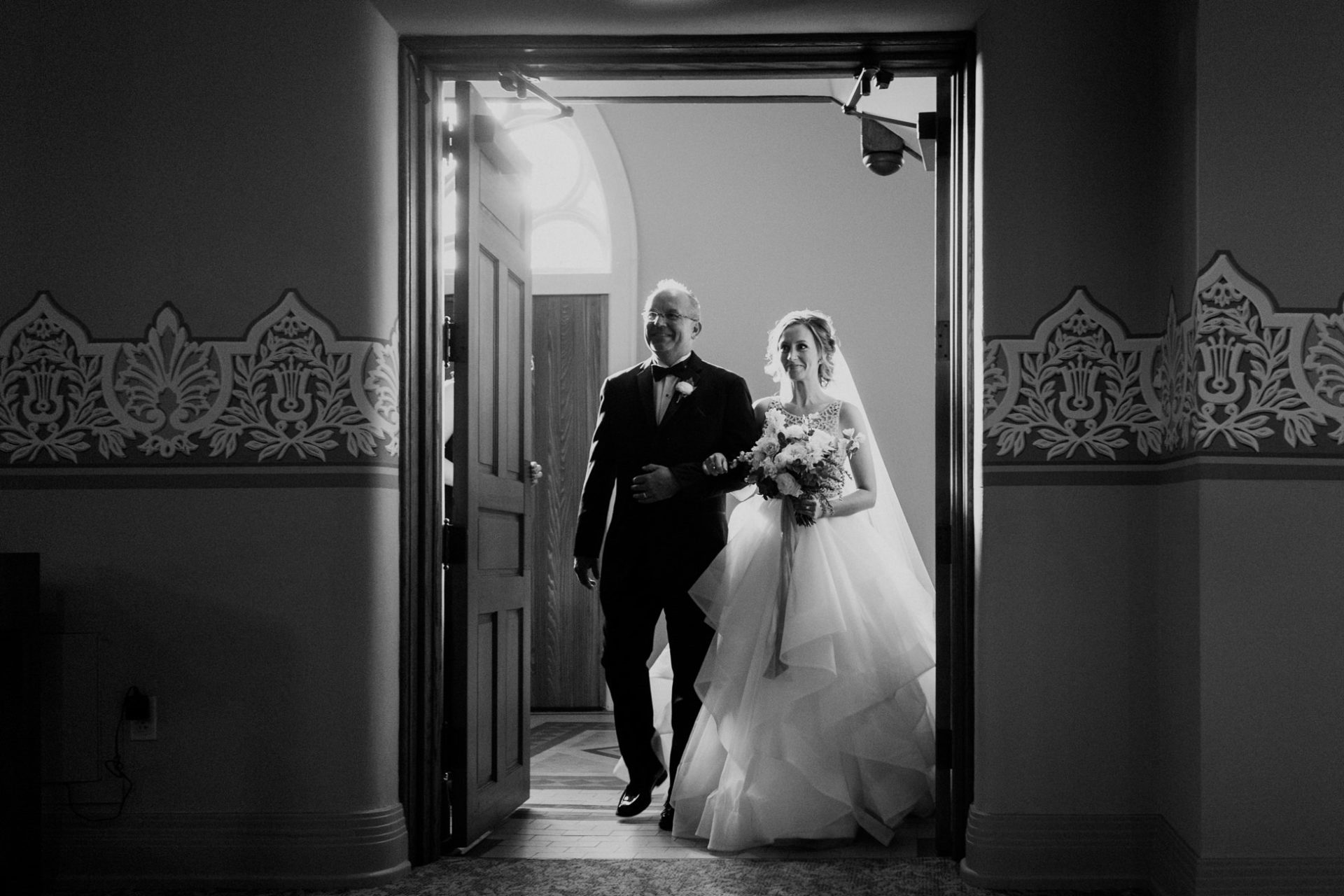 best-top-los-angeles-destination-wedding-photographer-hipster-modern-quirky-editorial-romantic-epic-28-bride-dad-aisle