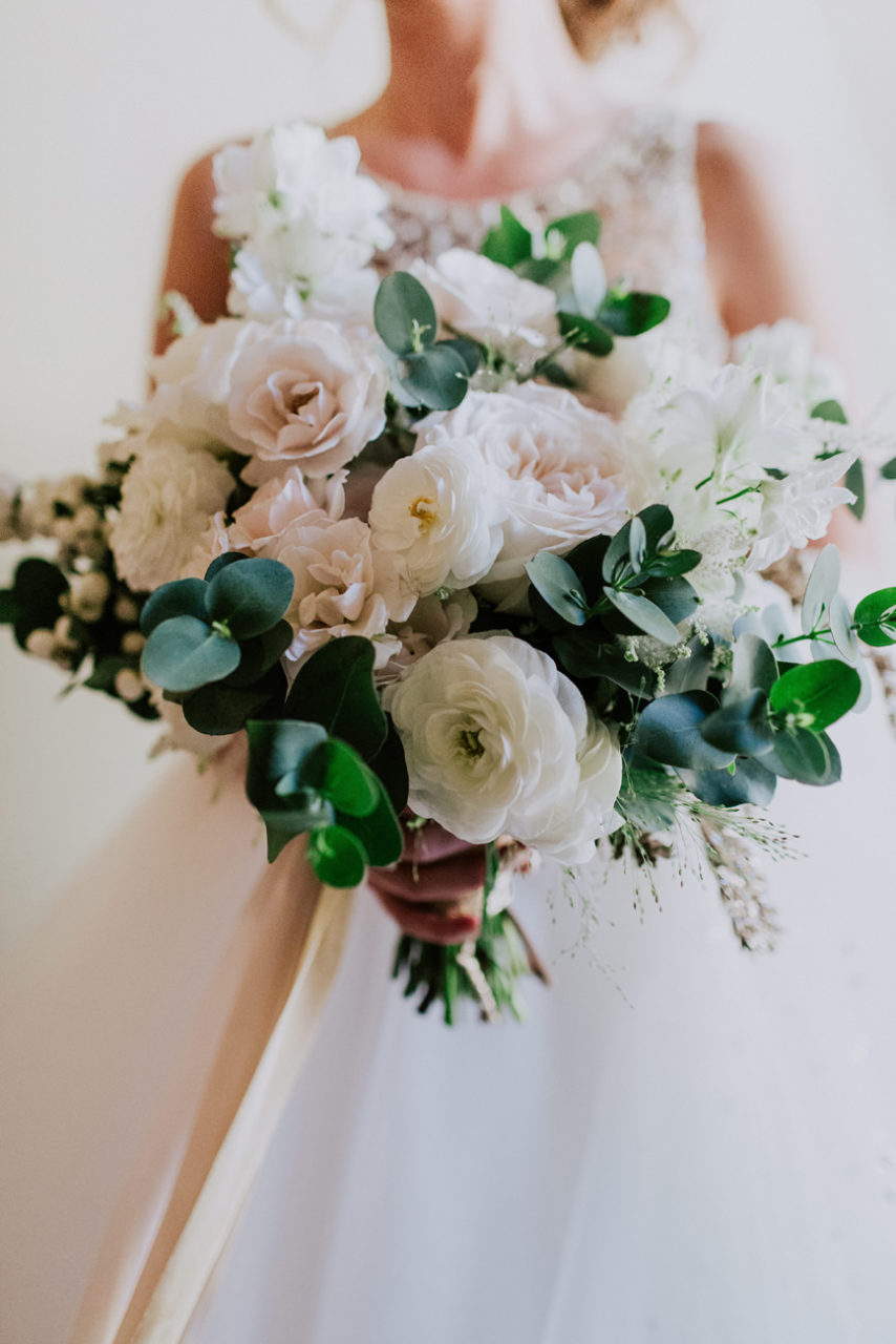 best-top-los-angeles-destination-wedding-photographer-hipster-modern-quirky-editorial-romantic-epic-38-bouquet-light-airy