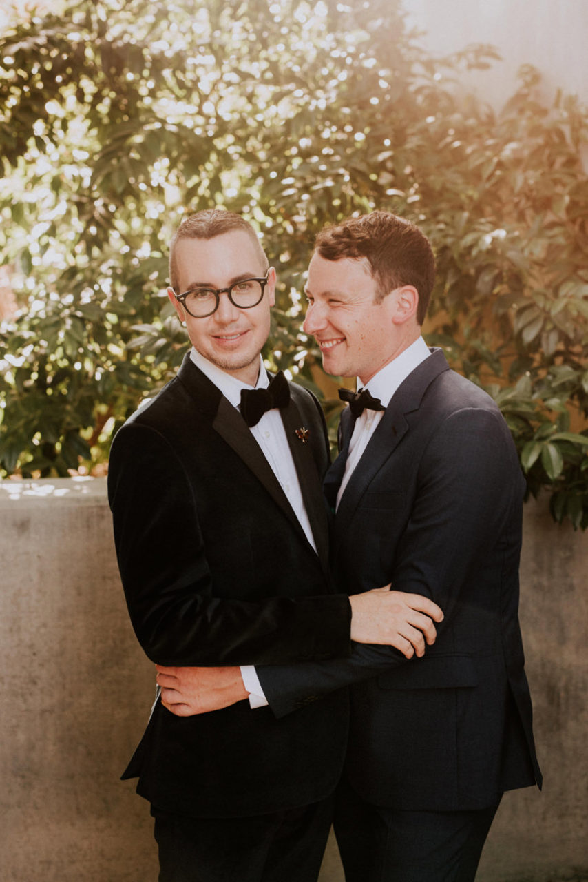 best-top-los-angeles-destination-wedding-photographer-hipster-modern-quirky-editorial-romantic-epic-44-grooms-natural-history-museum-same-sex