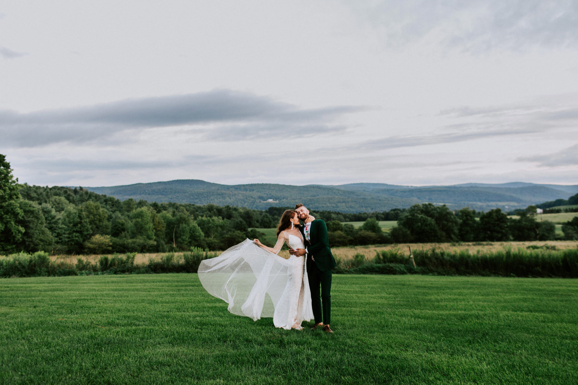 best-top-los-angeles-destination-wedding-photographer-hipster-modern-quirky-editorial-romantic-epic-49-gilbertsville-farm-nyc-upstate-new-york