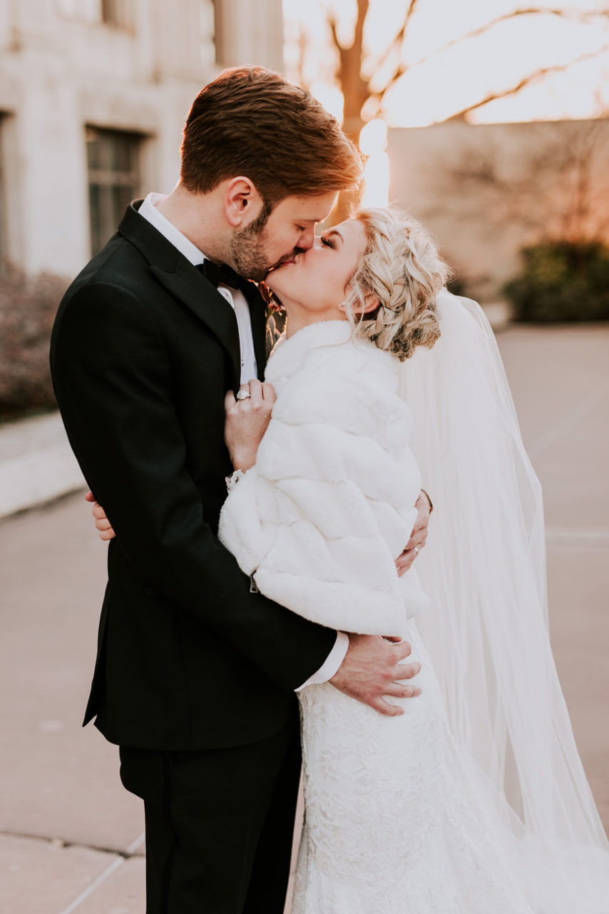 best-top-los-angeles-destination-wedding-photographer-hipster-modern-quirky-editorial-romantic-epic-57-gaylord-pickens-hall-of-fame-okc