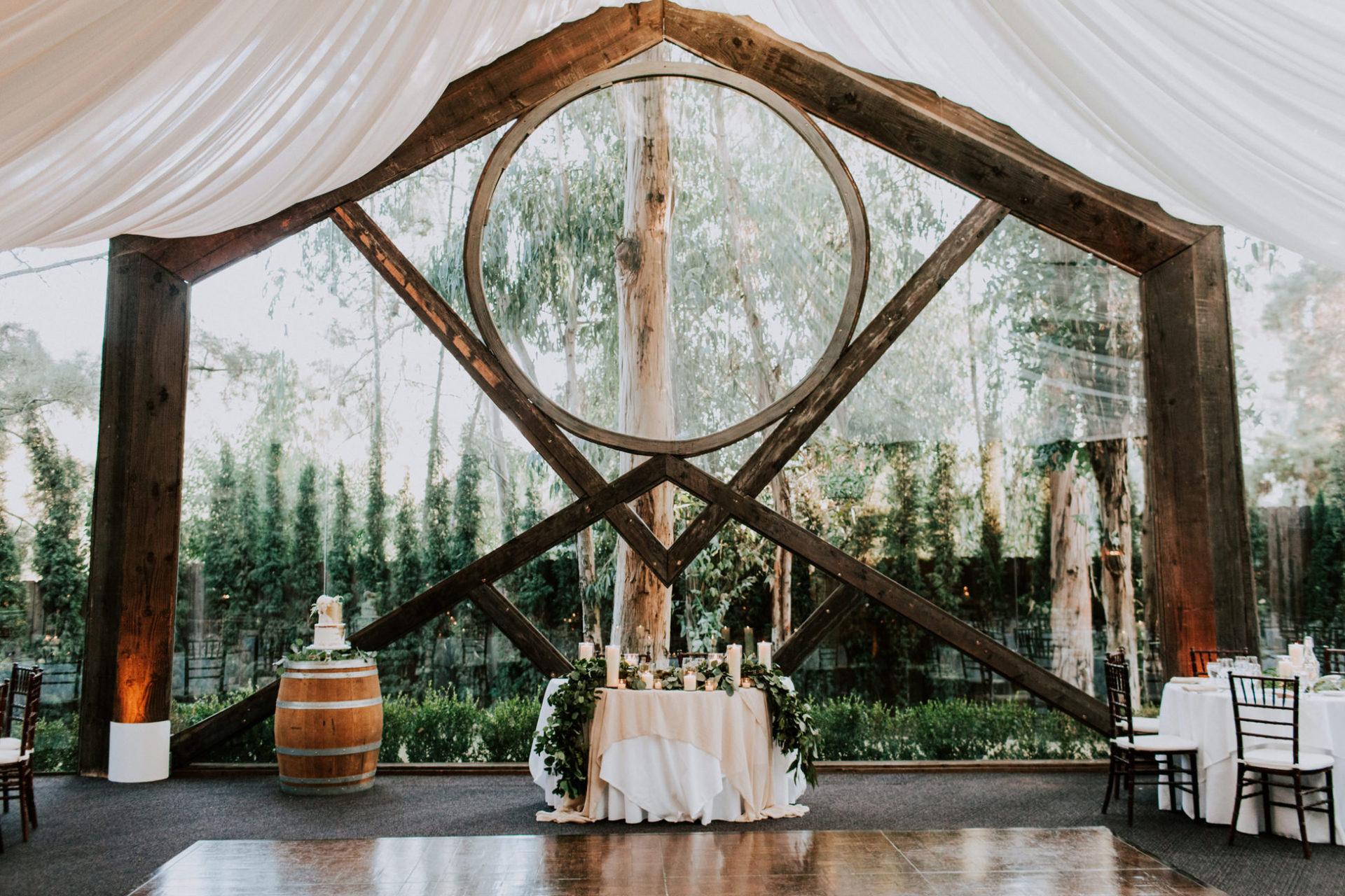 best-top-los-angeles-destination-wedding-photographer-hipster-modern-quirky-editorial-romantic-epic-61-calamigos-ranch-oak-room-malibu-reception-decor